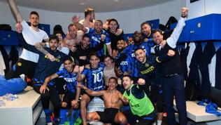 """""""Chi non salta rossonero è"""": la festa dell'Inter per il +6 sul Milan"""