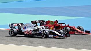 Si accendono i motori in F1, tutti in pista a Sakhir
