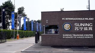 Inter, negativi i tamponi dei giocatori. Un positivo nel gruppo squadra