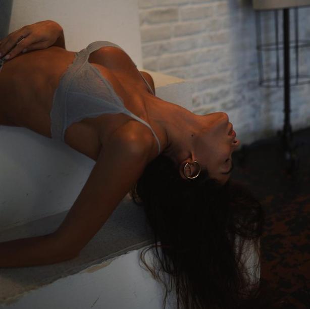 Shooting accattivante per Jovana Djordjevic: la modella e compagna del centravanti Filip&nbsp;(Chievo), ha postato diverse foto in intimo su Instagram corredate dalla frase: &quot;Siamo tutti cattivi nella storia di qualcuno&quot;.<br /><br />