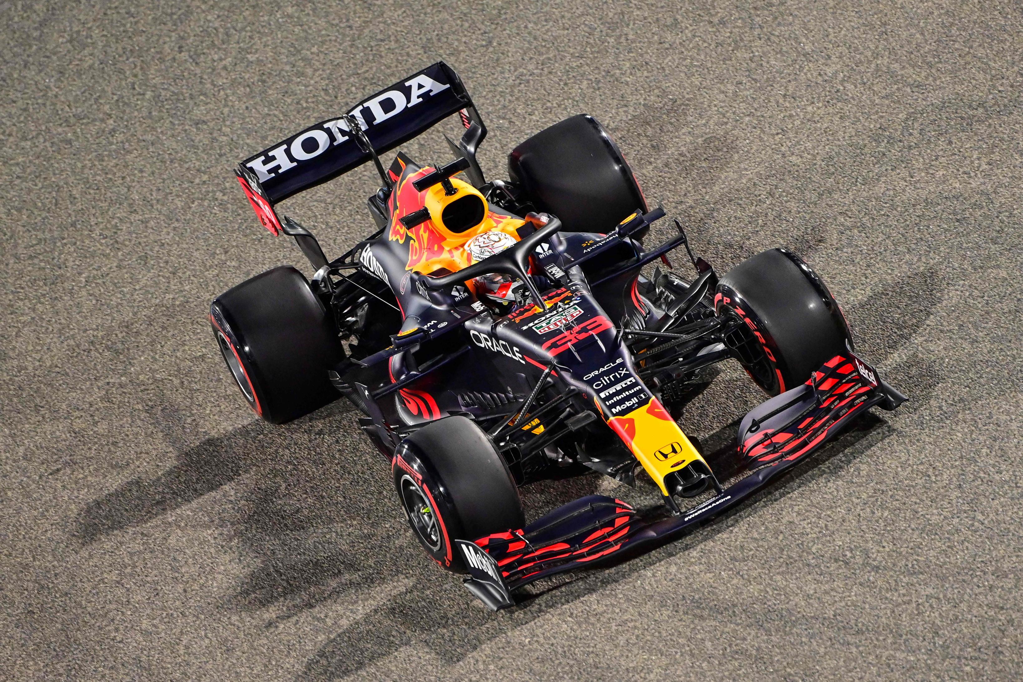 La prima pole della stagione 2021 &egrave; di Verstappen e della Red Bull. In Bahrain battute le Mercedes e Leclerc.<br /><br />