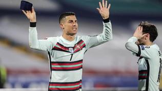 Furia Cristiano Ronaldo per un suo gol fantasma: getta la fascia e se ne va