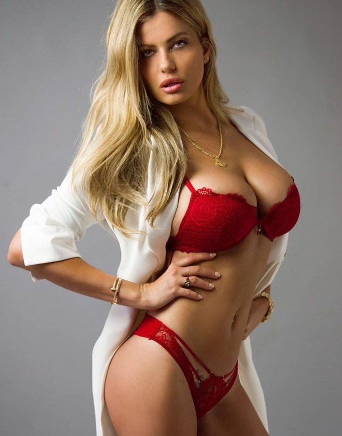 Natalia Bush, modella e showgirl spagnola conosciuta anche al pubblico italiano, &egrave; una grande tifosa del Real Madrid. Apprezzatissima su Instagram, recentemente ha usato le parole di&nbsp;Miguel de Cervantes&nbsp;per accompagnare una sua foto: &quot;Nessun limite eccetto il cielo&quot;.<br /><br />