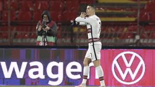 La fascia di capitano gettata da Ronaldofinisce in beneficenza