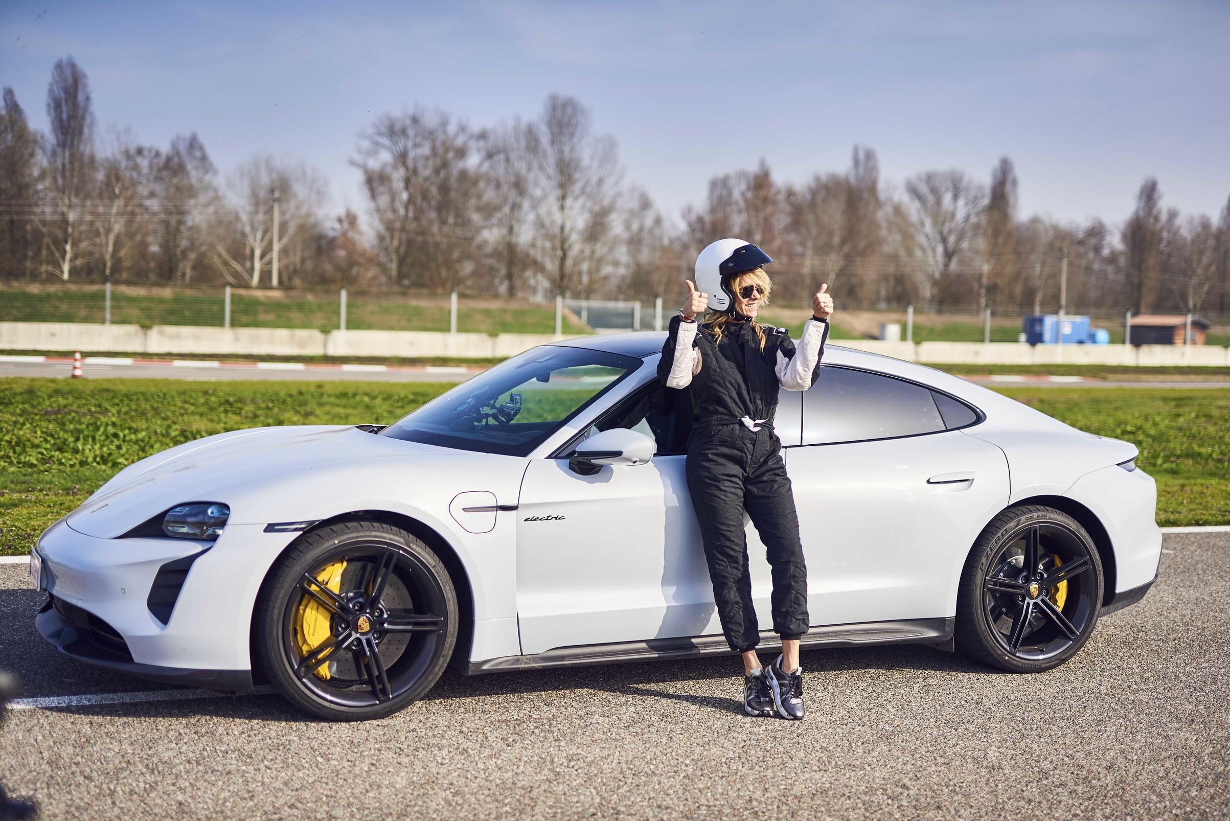 Protagonista della prima puntata Hoara Borselli che, con Ringo e Alessio Viola, si &egrave; divertita sulla pista di Vairano alla guida della Porsche Taycan Turbo.&nbsp;<br /><br />