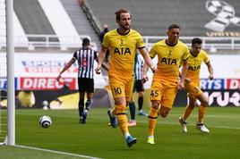 Rimonta e vittoria dello United sul Brighton, Tottenham beffato nel finale