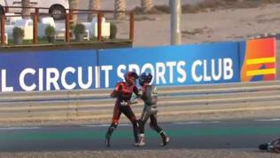Moto3, che rissa tra Alcoba e McPhee