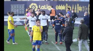 Razzismo, insulti a Diakhabya Cadice: il Valencia lascia il campo