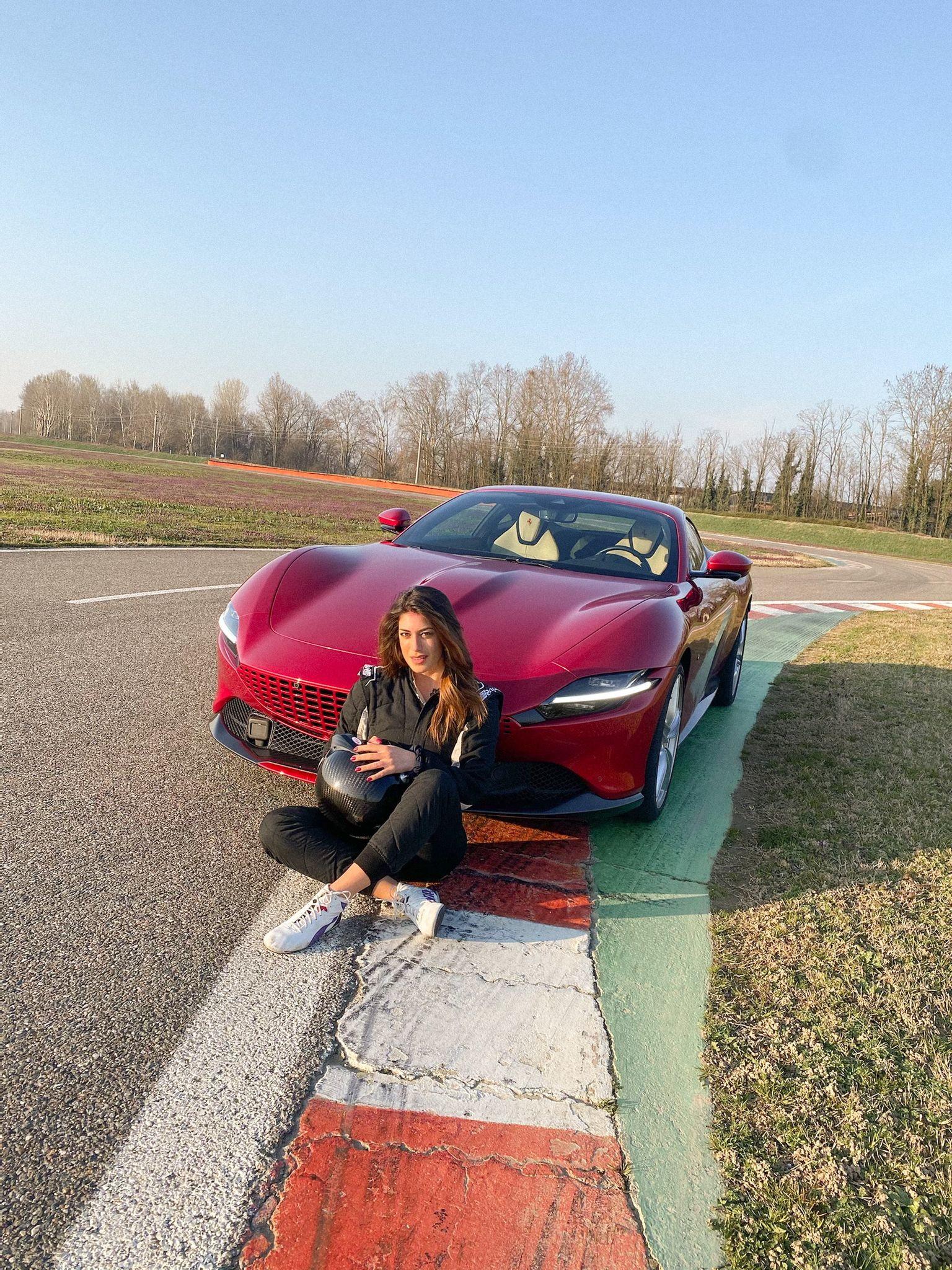 Dalla pista di decollo alla pista di Vairano: Vicky Piria ha messo alla frusta la Ferrari Roma sui cordoli del tracciato di Quattroruote.<br /><br />
