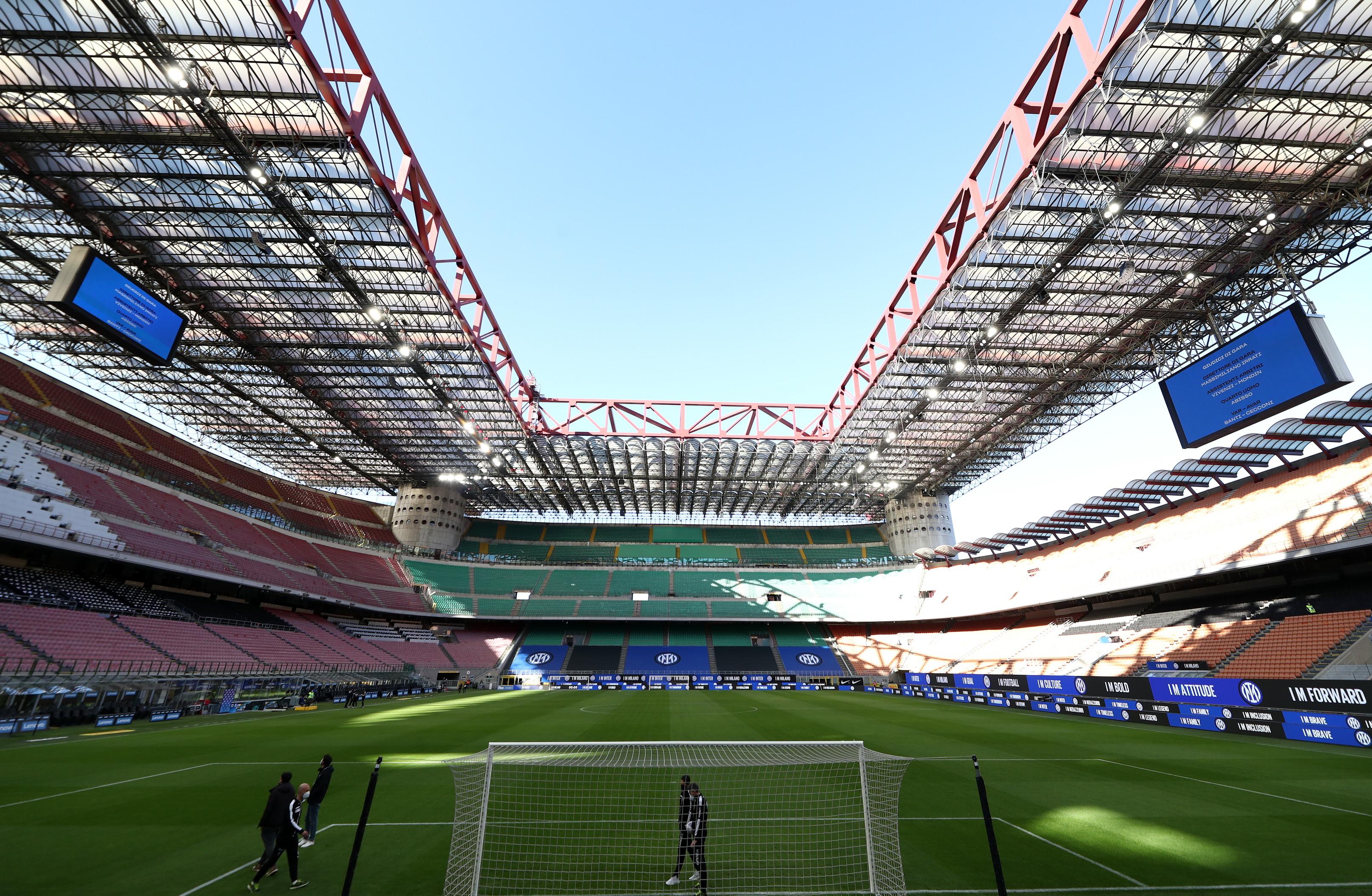 Dopo essere stato presentato ufficialmente nei giorni scorsi, il nuovo logo dell&rsquo;Inter fa il proprio esordio a San Siro in occasione della sfida al Sassuolo.<br /><br />