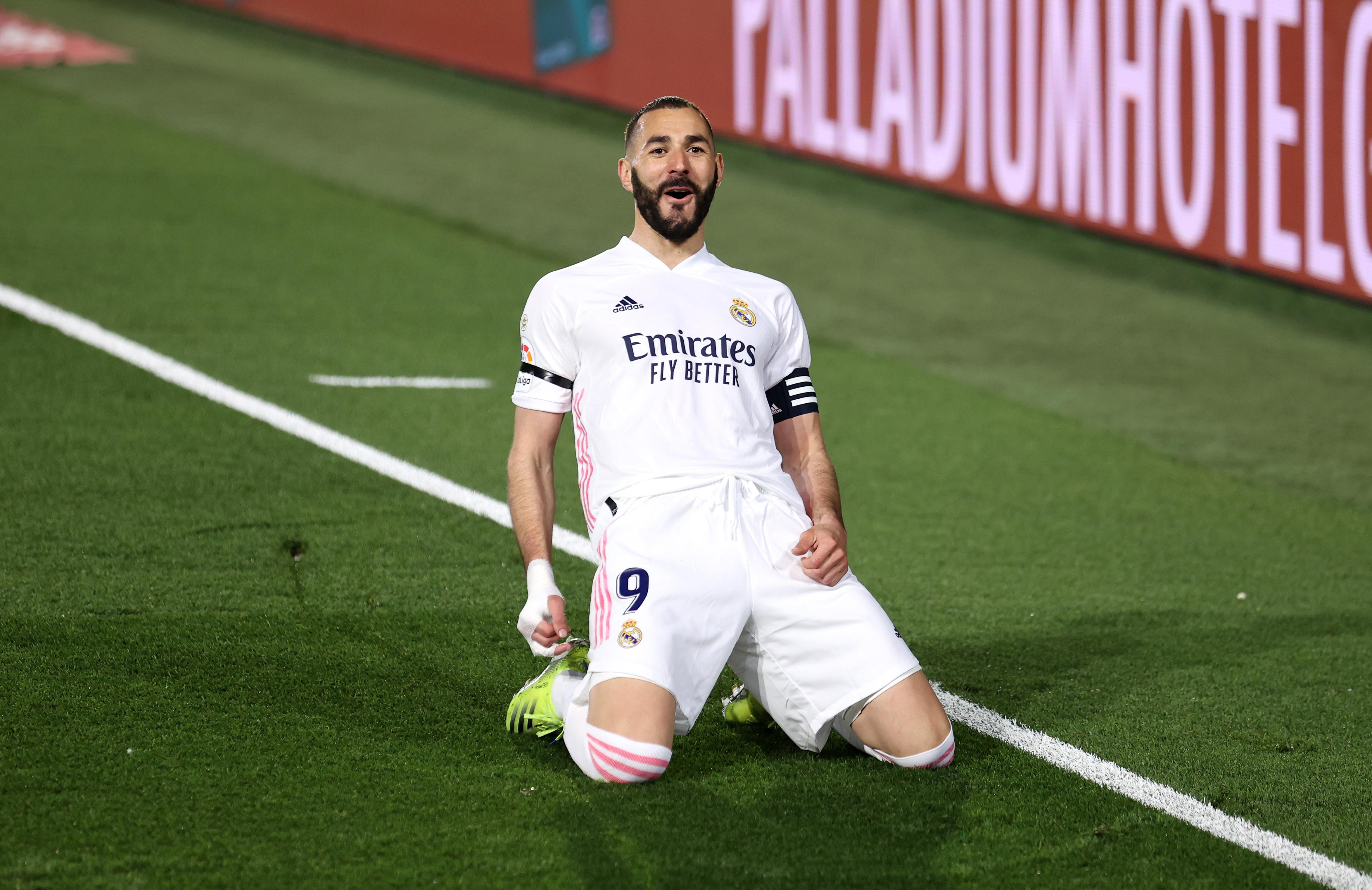 Real Madrid-Barcellona: Benzema sblocca segnando di tacco   Foto ...