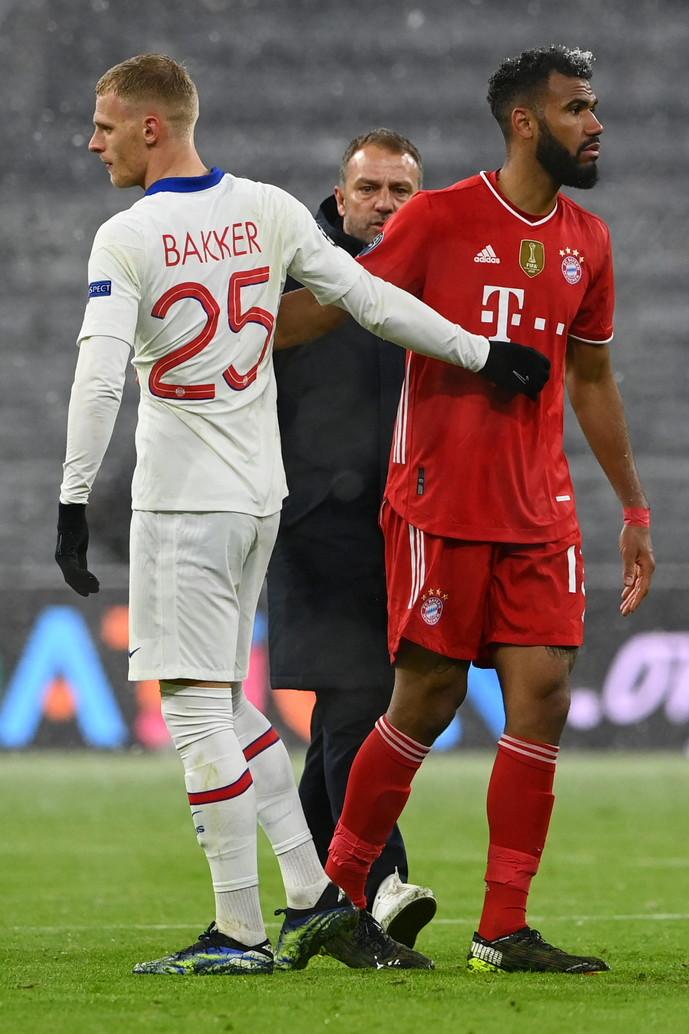 Bakker (PSG) classe 2000: 32 minuti giocati contro il Bayern Monaco (a sinistra)