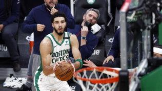 Tatum vince il duello con Curry, Boston mette la sesta:Lakers ok all'overtime