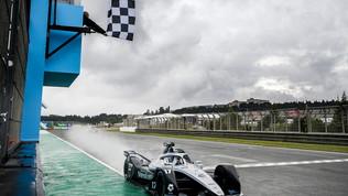 """De Vries e Vandoorne festeggiano: """"La Formula E è pazza"""""""