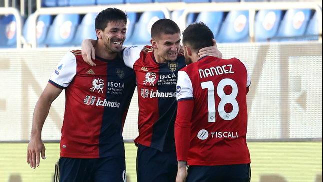 Il Cagliari non si ferma più: tris alla Roma e Benevento agganciato