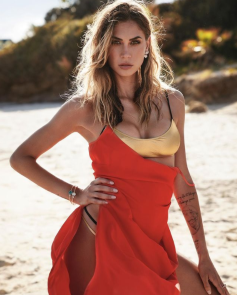 """<p style=""""text-align: justify;"""">Melissa Satta ha nostalgia del mare, a giudicare dall&#39;ultimo scatto su Instagram: la showgirl ha pubblicato una vecchia foto in costume accompagnata dalla didascalia &quot;Ricordi&quot;.<br /><br />"""