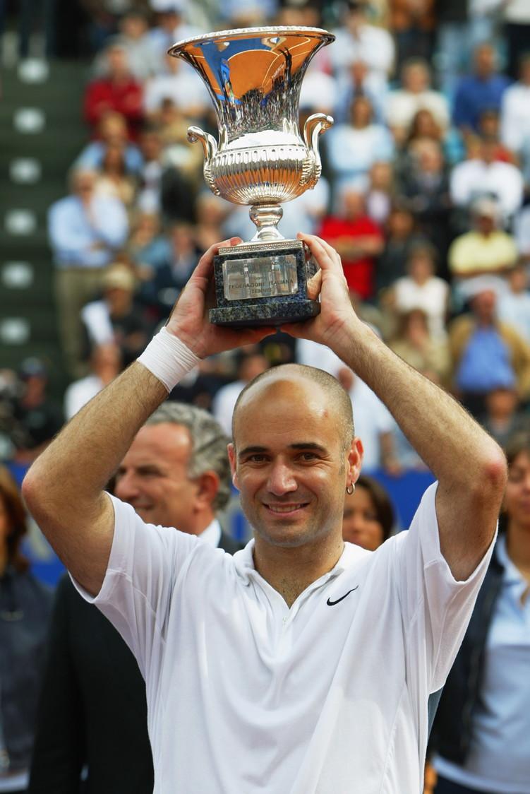 <p>Nel 2002 André Agassi conquista per la prima volta il titolo che mancava al suo straordinario palmares.</p>