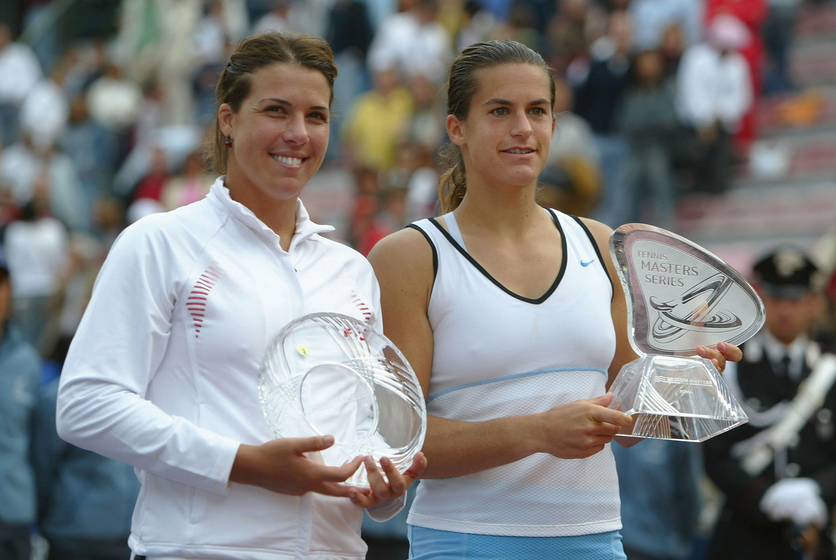 La campionessa francese, dopo tre finali perse (2000, 2001 e 2003), si è aggiudicata sia l'edizione 2004, battendo in finale l'americana Jennifer Capriati, che quella 2005, in cui ha superato la svizzera Schnyder.