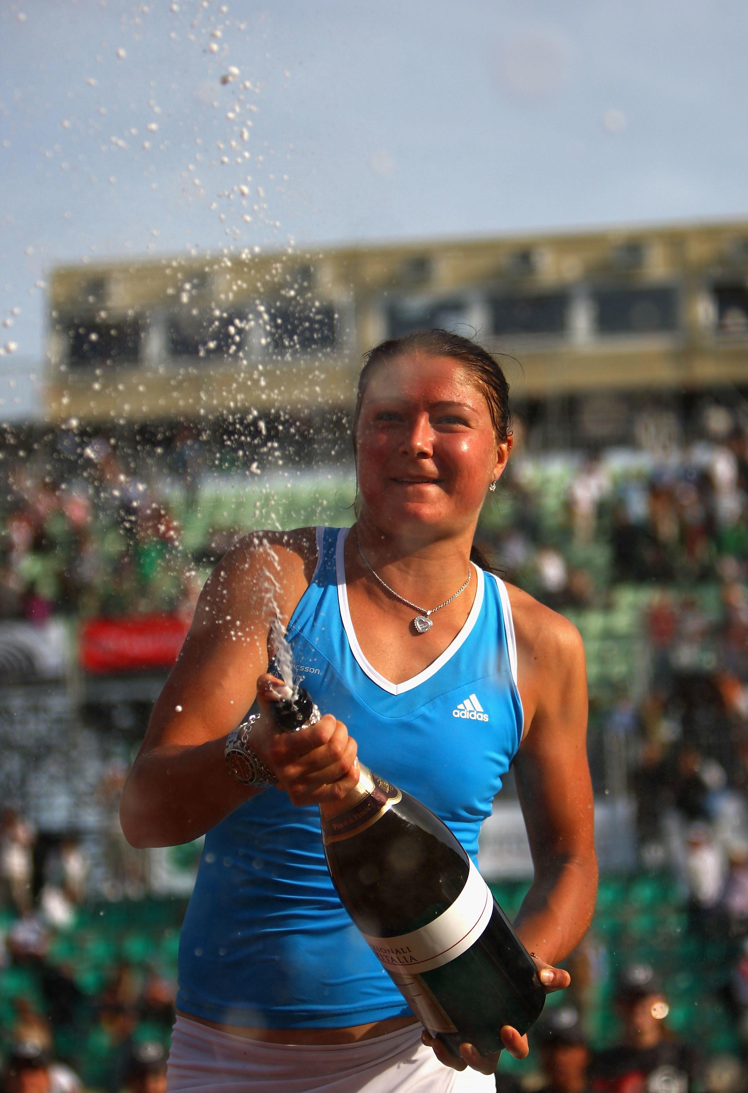 Nel 2009 la regina del Foro Italico è stata Dinara Safina, che in una finale tutta russa ha sconfitto Svetlana Kuznetsova, conquistando così uno dei successi più prestigiosi della sua carriera.