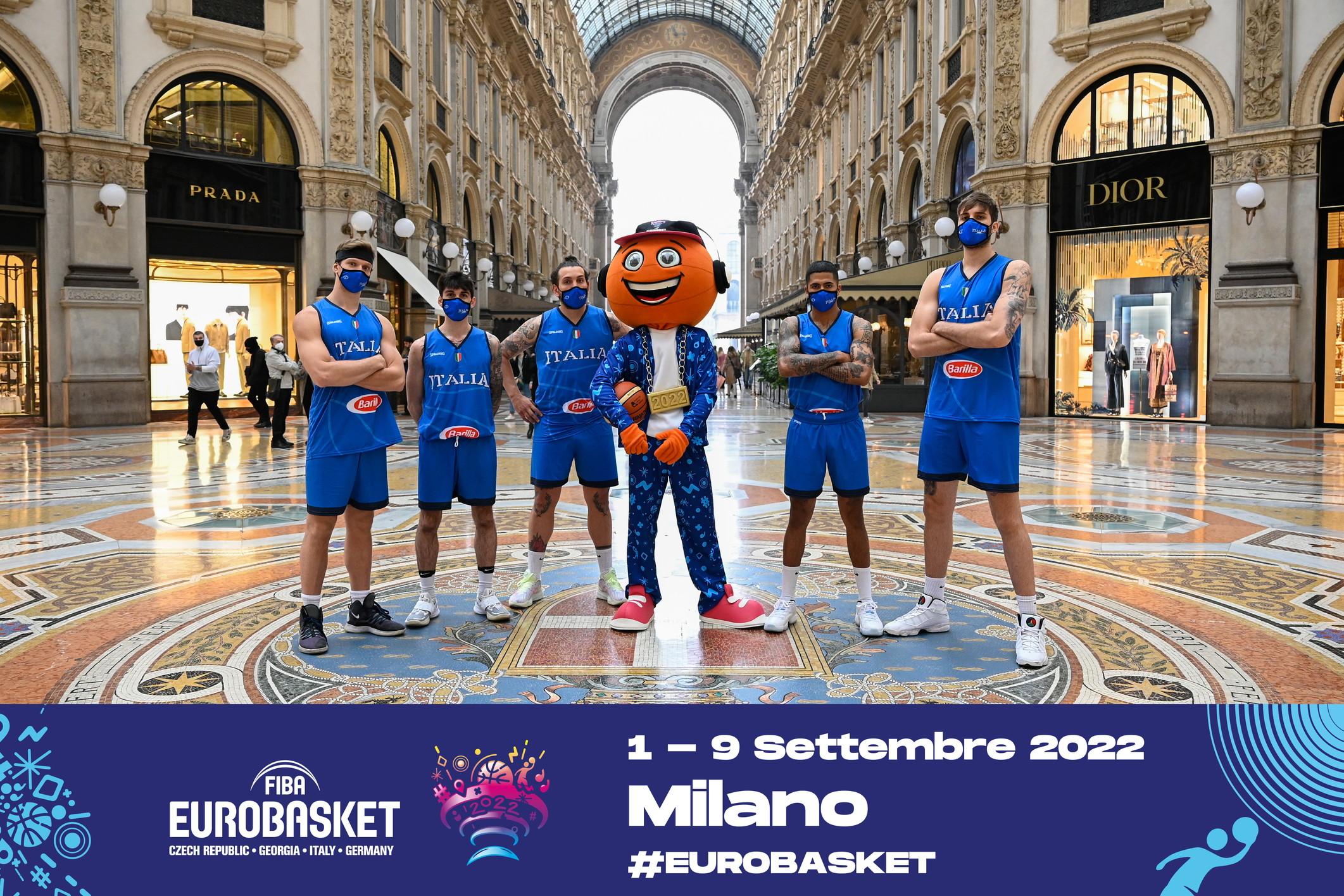 Esordio per Bounce a Milano. La mascotte degli Europei 2022 di basket ha fatto la sua prima uscita ufficiale incontrando anche il sindaco Sala e giocando a basket sul sagrato del Duomo.&nbsp;<br /><br />