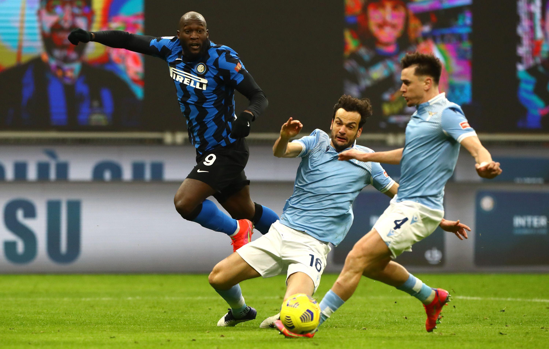 Inter-Lazio 3-1, 14 febbraio: il Milan perde contro lo Spezia, i nerazzurri vincono a San Siro ed operano il sorpasso in vetta alla classifica
