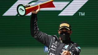 """Lewis: """"Che gara, attaccato al momento giusto"""". Verstappen: """"Mancato il passo"""""""