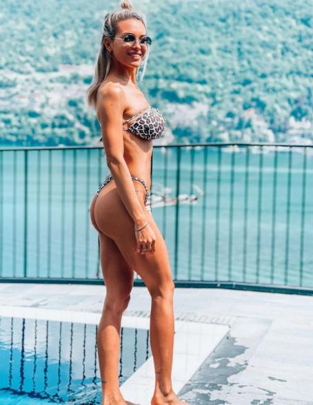 &quot;Hola casi veranito&quot; (&quot;Ciao, &egrave; quasi estate&quot;): cos&igrave; Agustina Gandolfo, fidanzata di Lautaro Martinez, si prepara alla bella stagione. L&#39;argentina, in splendida forma dopo il parto di febbraio, si mostra in bikini su Instagram.<br /><br />