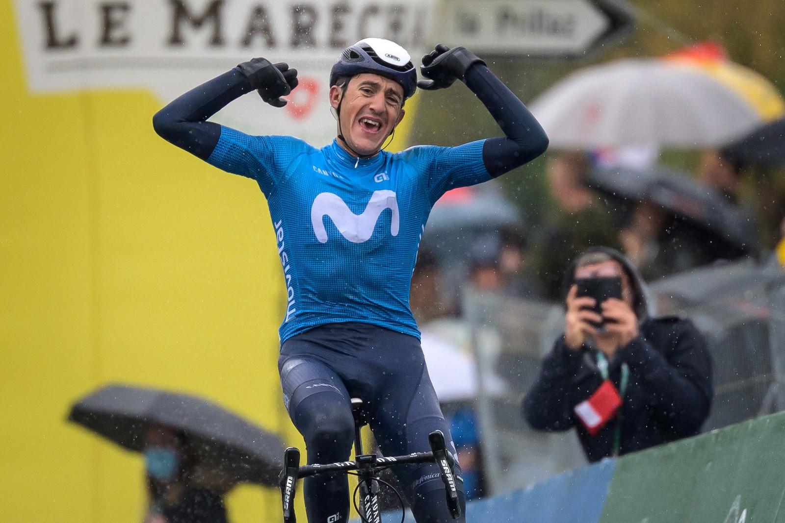 Marc Soler guida ilMovistar Team (ESP).