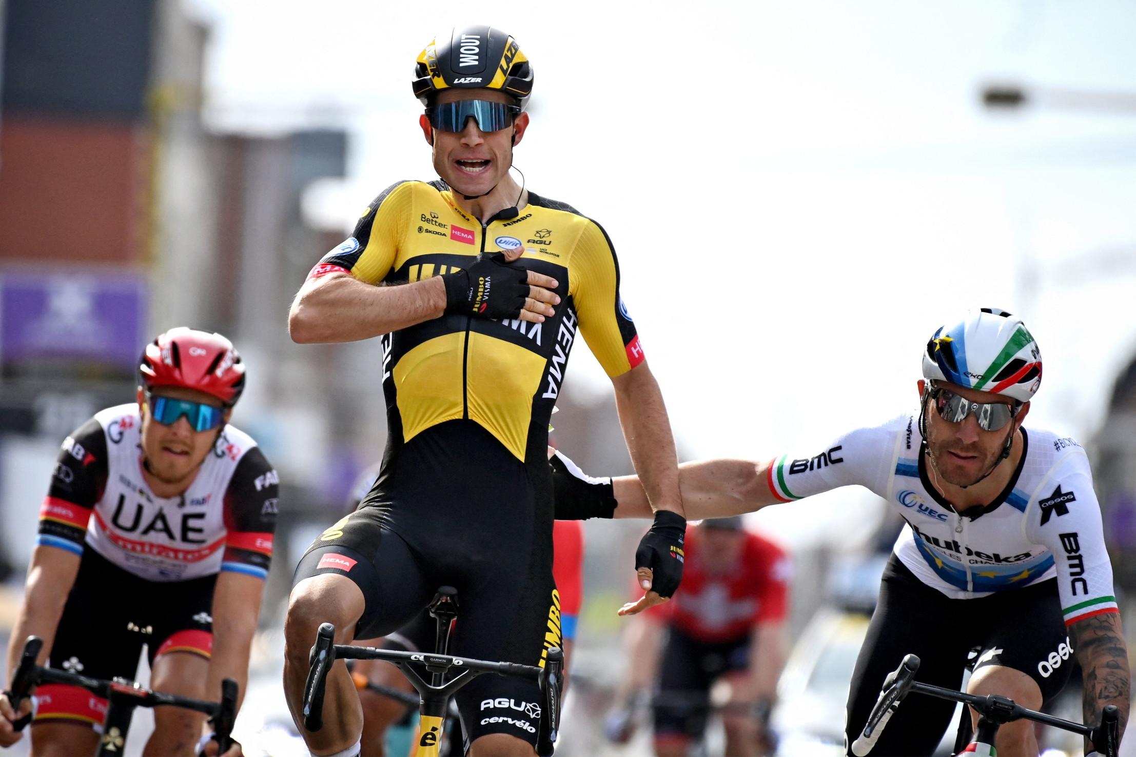 iI campione italiano ed europeo in carica, Giacomo Nizzolo (Team Qhubeka-Assos).