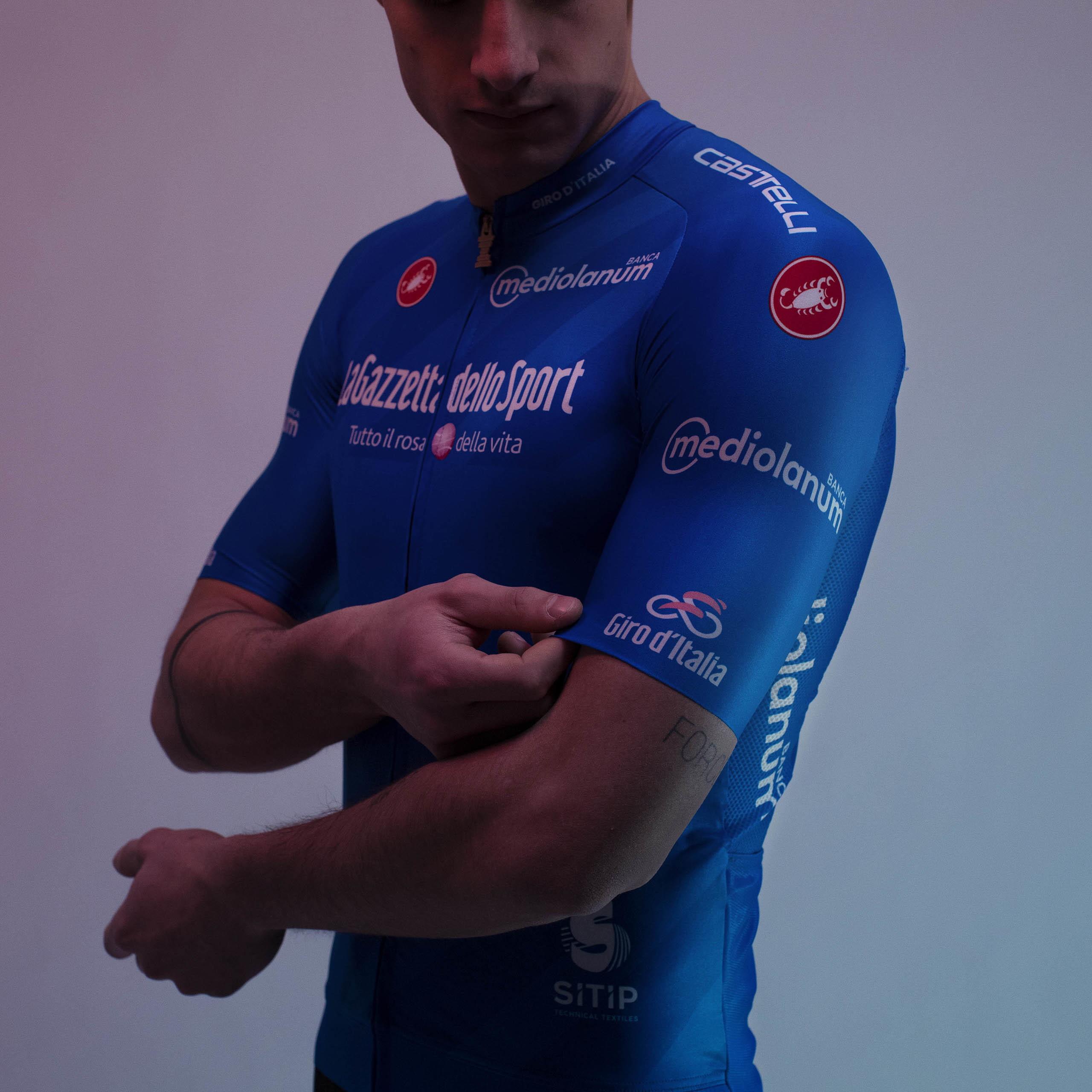 <p>La maglia azzurra appartiene al corridore che conquista più punti e bonus sulle cime (leader del Gran Premio della Montagna). La scorsa edizione è andata aRuben Guerreiro della EF Pro Cycling.</p>