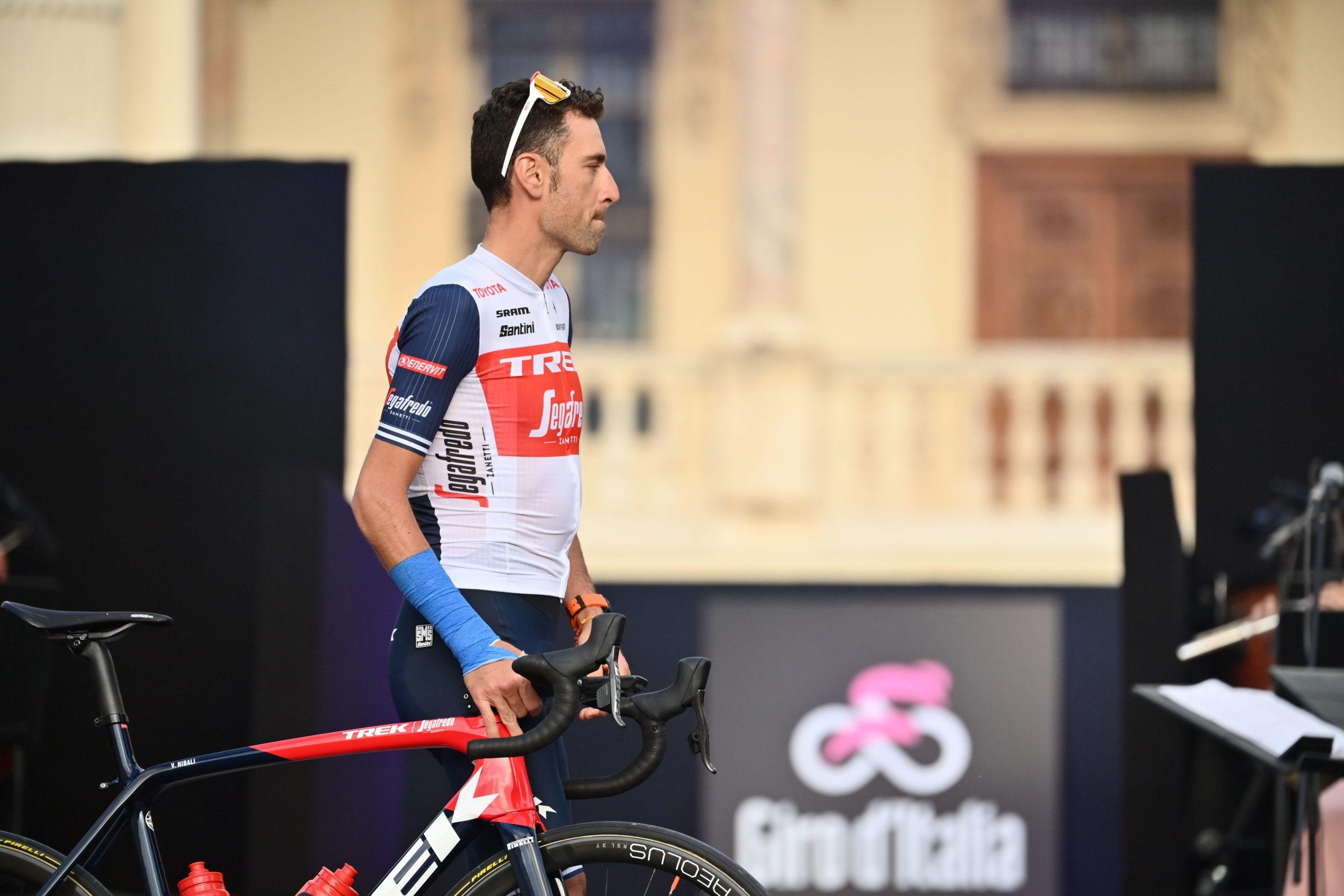 """Le squadre del 104º Giro d'Italia sono state presentate ufficialmente. Il tema dello show è stato """"A Riveder le Stelle"""", ultimo verso de La Divina Commedia: le """"Stelle"""" come i corridori che animeranno le 21 tappe."""
