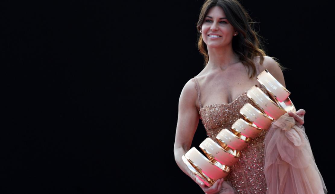 """<p>Le squadre del 104º Giro d'Italia sono state presentate ufficialmente. Il tema dello show è stato """"A Riveder le Stelle"""", ultimo verso de La Divina Commedia: le """"Stelle"""" come i corridori che animeranno le 21 tappe.</p>"""