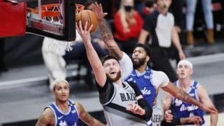 Nba: Portland stende i Lakers che scivolano in zona play-in. Vincono Philadelphia, Utah e Phoenix