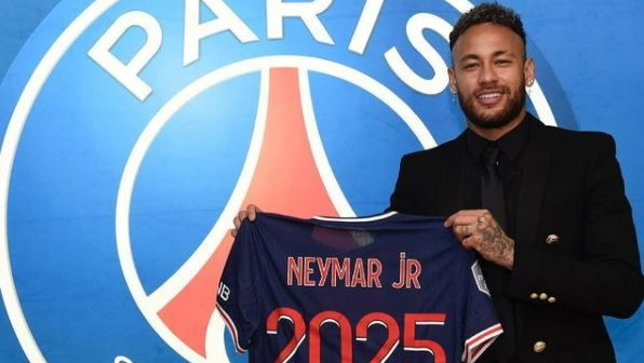 """Psg, Neymar rinnova fino al 2025: """"Felice di continuare"""""""