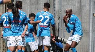 Super Osimhen stende lo Spezia:poker Napoli, Champions più vicina