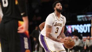 Davis trascina i Lakers contro Phoenix, i Mavs di Melli stendono Cleveland