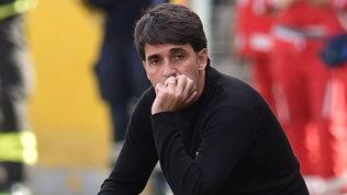 Salernitana, abbraccio a Grassadonia prima del match col Pescara