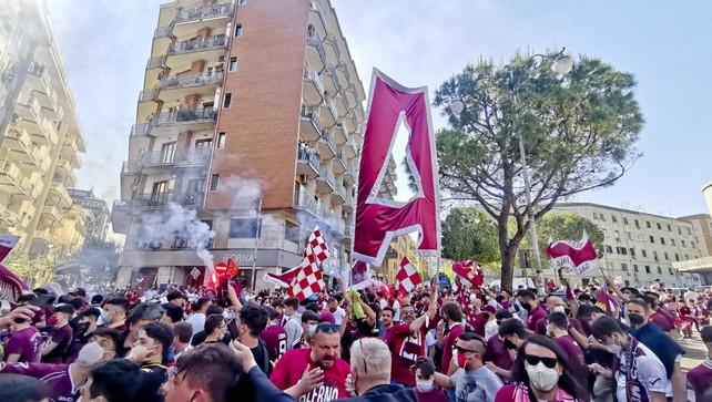 Salernitana promossa, festa tragica: 28enne tifoso muore in moto