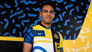 Inter, con la Roma la quarta maglia che celebra lo scudetto