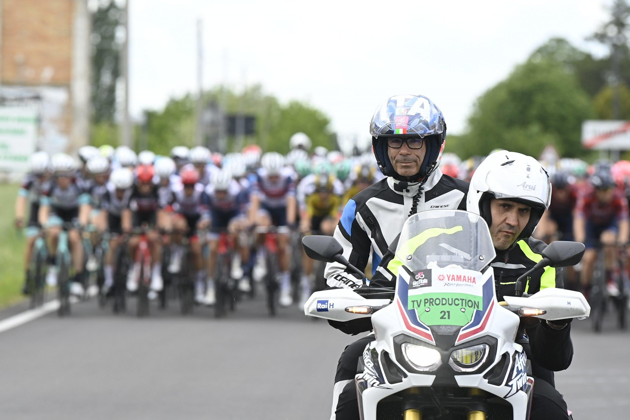 L'australiano Caleb Ewan ha vinto la quinta tappa del Giro d'Italia 2021. Il velocista della Lotto Soudal non ha lasciato scampo agli avversari nella volata di Cattolica, sopravanzando negli ultimi metri il campione europeo Giacomo Nizzolo.