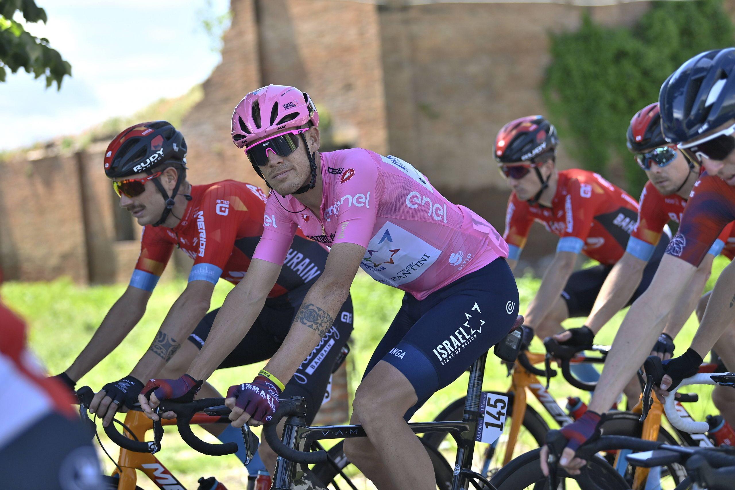 <p>L'australiano Caleb Ewan ha vinto la quinta tappa del Giro d'Italia 2021. Il velocista della Lotto Soudal non ha lasciato scampo agli avversari nella volata di Cattolica, sopravanzando negli ultimi metri il campione europeo Giacomo Nizzolo.</p>