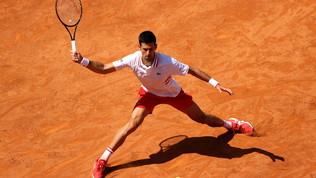Nadal si salva contro Shapovalov, avanti Djokovic e Barty