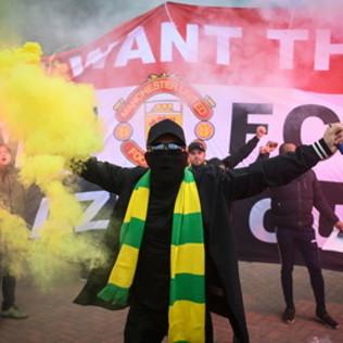 Le immagini della protesta fuori dall'Old Trafford