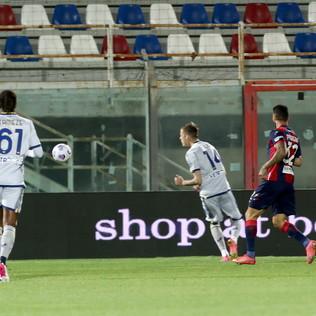 Crotone-Verona senza pensieri: le foto del match