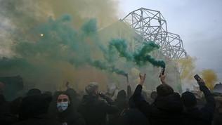 United, protesta senza fine: Old Traffordsotto assedio ma si gioca