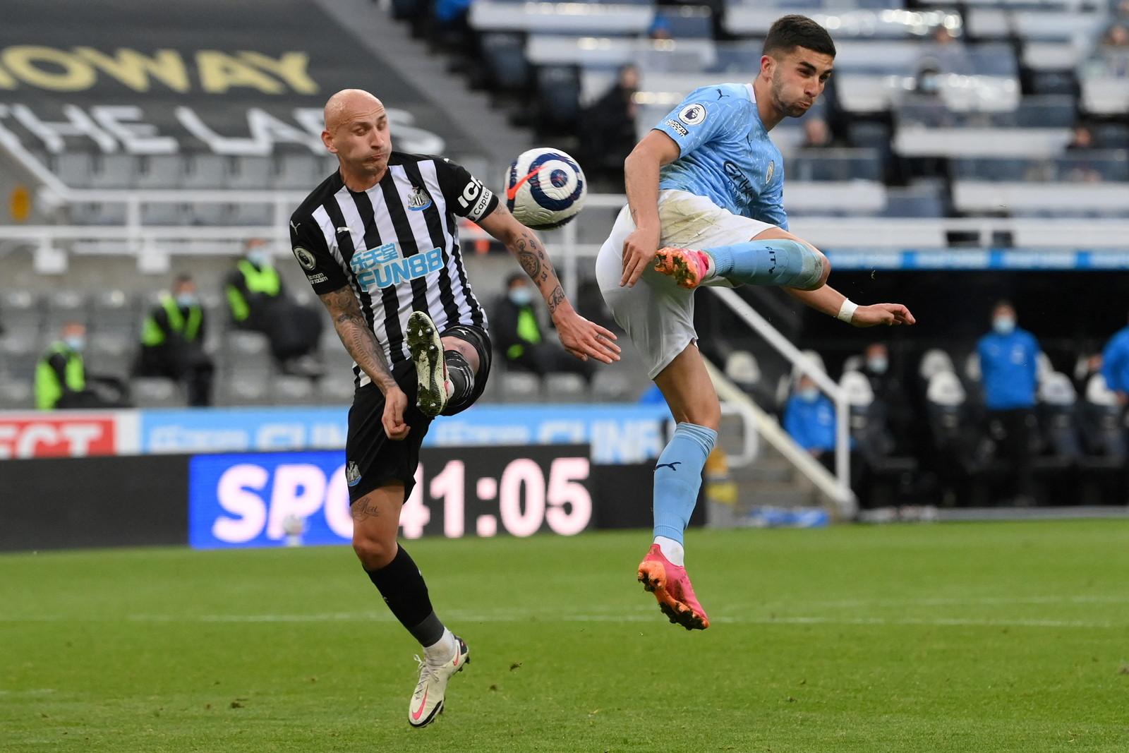 Gol spettacolare di Ferran Torres&nbsp;nel primo tempo di&nbsp;Newcastle-Manchester City. Dopo le reti di&nbsp;Krafth e Cancelo, l&#39;attaccante spagnolo ha segnato con uno straordinario colpo di tacco al volo anticipando il suo marcatore e beffando&nbsp;Dubravka&nbsp;con una magia alla Ibra. Ma la serata magica del bomber non &egrave; finita qui. Nella ripresa, Torres &egrave; andato infatti a bersaglio altre due volte, firmando una meravigliosa tripletta.&nbsp;<br /><br />