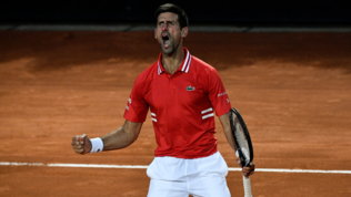 Sonego lotta, ma in finale ci va Djokovic. Ad attenderlo Nadal