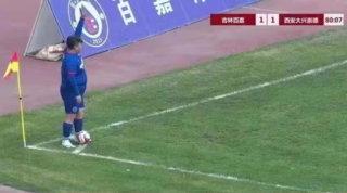 Cina, miliardario compra il club per far giocare il figlio di 126 Kg