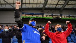 Premier, prove di normalità: i tifosi tornano allo stadio