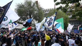 Inter, pronta la festa: dirigibile nerazzurro su San Siro e giocatori sulla Torre 4 con lo scudetto